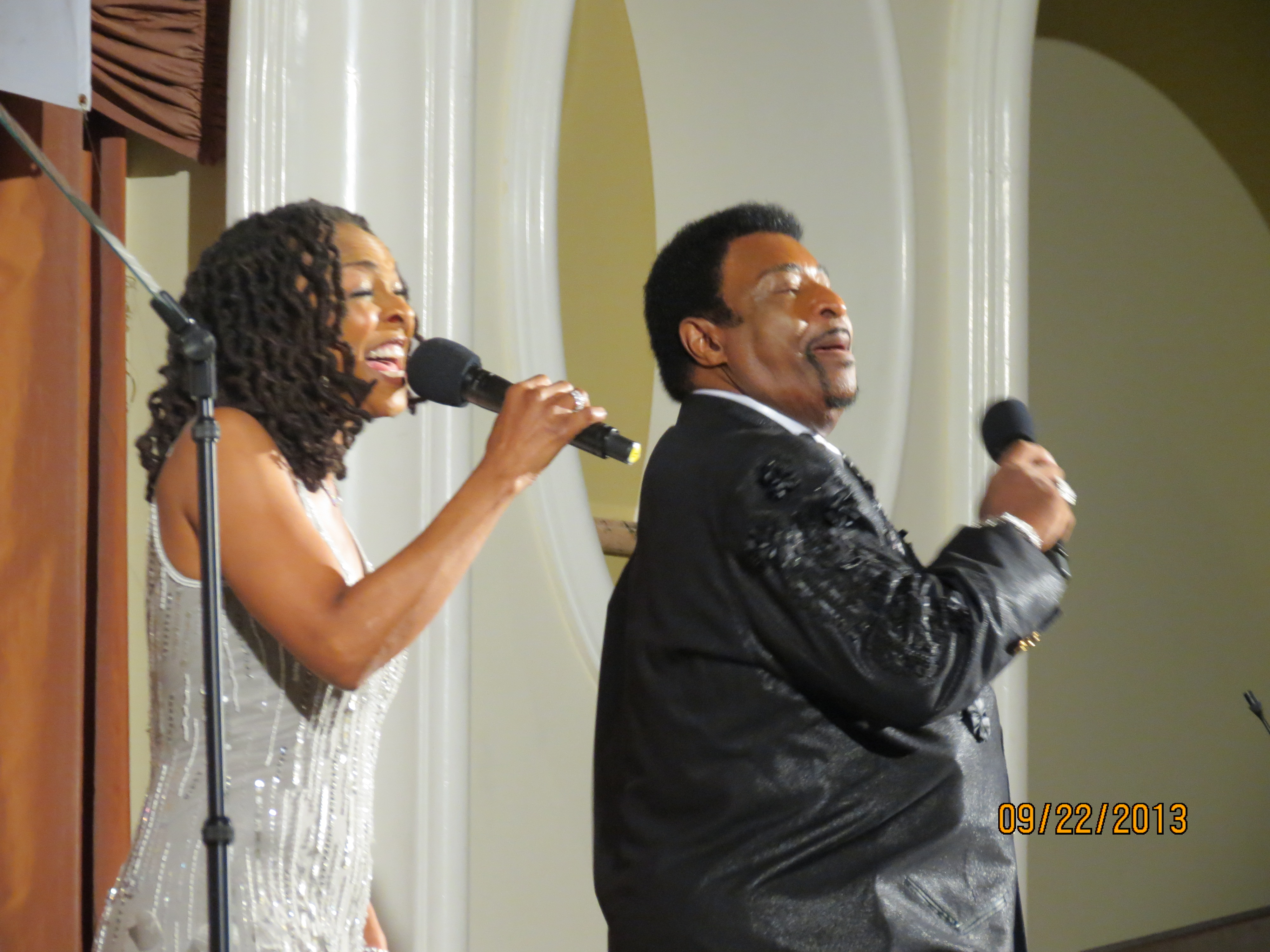 Siedah Garrett and Dennis Edwards from The Temptations perform